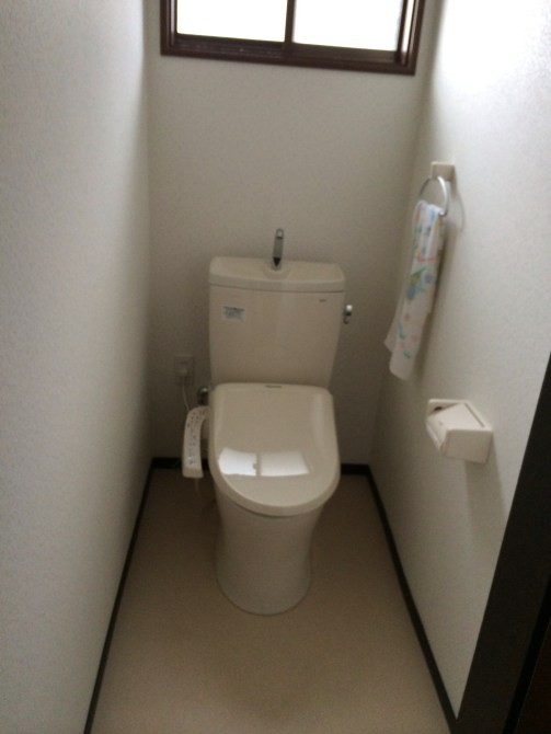蓮田市M様邸トイレ交換壁紙リフォーム工事